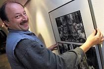 Fotografická výstava jihlavských tvůrců. Na snímku prezident Horáckého fotoklubu Jihlava Lubomír Maštera.