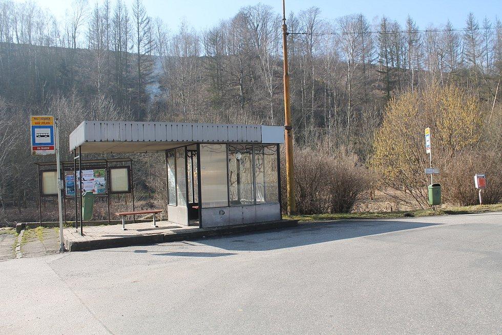 Zastávka jihlavské MHD v Malém Beranově by podle starosty potřebovala opravu.