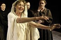 Příběh pěti dcer, které žijí se svojí despotickou matkou, přijede do Jihlavy zahrát Městské divadlo Mladá Boleslav. Představení se bude konat v sobotu 24. ledna.