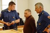 Miloše Zicha musela na jeho přání ze soudní síně odvést vězeňská stráž, protože odmítl poslouchat odůvodnění rozsudku.