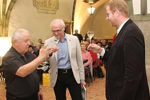 Ve Velké gotické síni jihlavské radnice byla slavnostně pokřtěna kniha Malý průvodce po staré Jihlavě pro mírně pokročilé od externího editora Deníku Stanislava Jelínka.