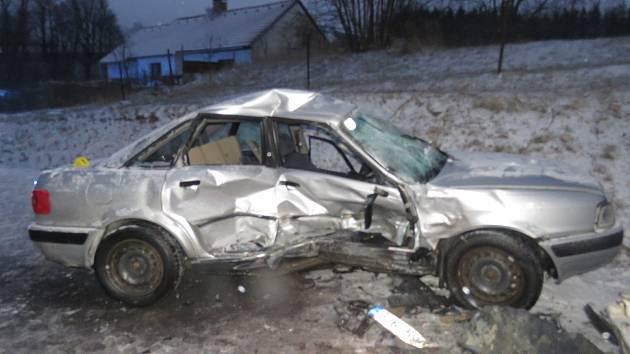 Auto po úterní dopravní nehodě v Prostředkovicích.