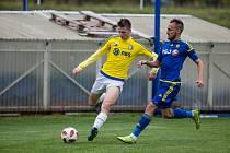 V pátém kole MSFL vyšli fotbalisté rezervy FC Vysočina (v modrém) bodově i střelecky naprázdno. Vratimovu na jeho hřišti podlehli 0:3.