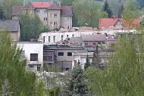 Takto vypadá areál bývalých skláren v Dobroníně.