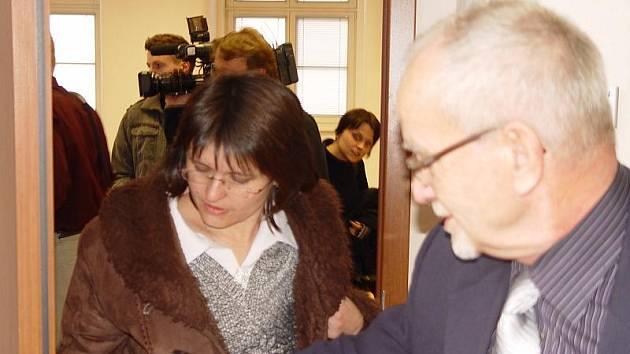 Učitelka dolonocerekvické mateřské školy Alena Hašková (na snímku) nese úmrtí šestileté dívky stále těžce. Včerejší veřejné soudní přelíčení skoro celé proplakala.