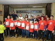 Devět fotbalistů a jedna fotbalistka TJ Sokol Bedřichov byli oceněni za skvělou práci v tomto roce.