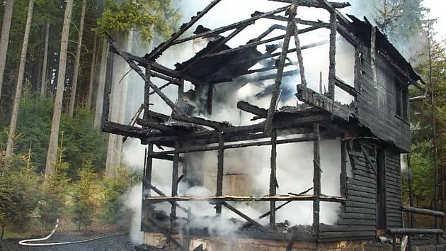 Požár chaty u Dolní Cerekve na Jihlavsku.
