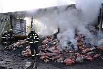 Plameny způsobily škodu 150 tisíc na návěsu a 250 tisíc na nákladu. Hasiči uchránili hodnoty ve výši jednoho milionu korun.