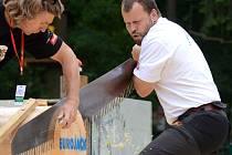 Jednou z disciplín Eurojacku je také Ruční pila. Závodník odřezává ruční pilou jeden kotouč ze špalku o průměru 40 cm. Odříznutý kotouč musí být uplný, jinak je závodník diskvalifikován.