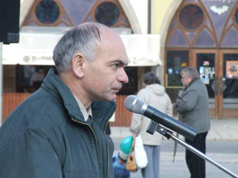 Vystoupil komunista Ladislav Zadražil.