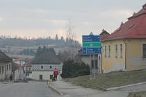 Kamenice leží poblíž několika významných cest, mimo jiné dálnice D1.