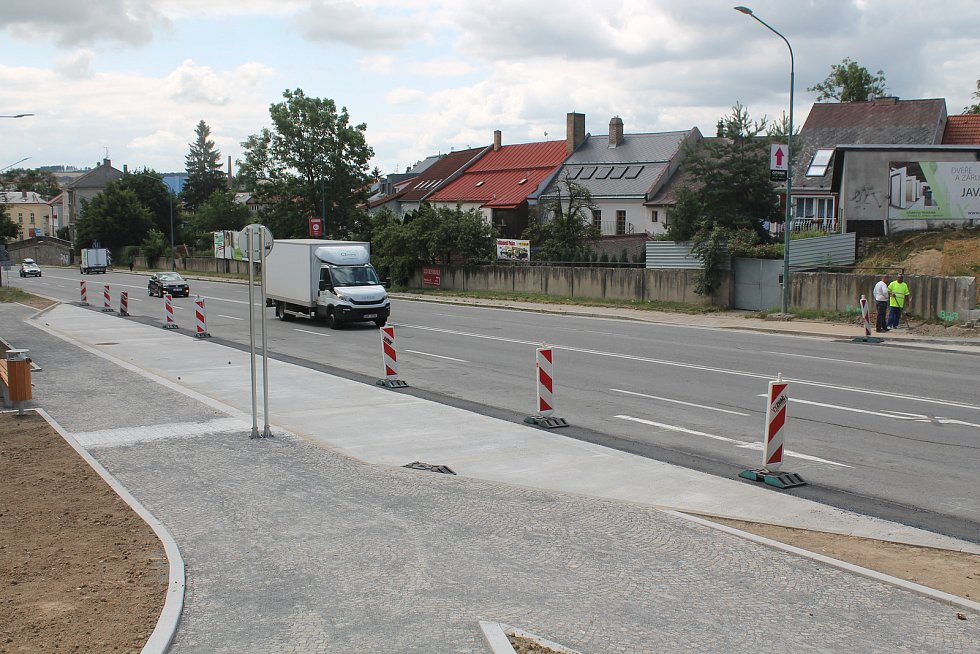 Probíhají poslední úpravy, cestující by měli v Hradební ulici vystupovat a nastupovat ještě během července.