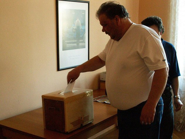 Volební Valná hromada Okresního fotbalového svazu proběhla zcela hladce, jednohlasně byl staronovým předsedou zvolen Petr Vítek, bez problémů proběhla i další hlasování.