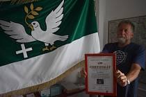 Hořičský rodák a patriot Luděk Rudiš procestoval už na 150 zemí celého světa. Do Mnoha z nich vezl i vlajku obce Hořičky.