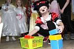 Cílem průvodu byla místní sokolovna, kde byl pro děti připraven bohatý program plný her i soutěží a kde nechyběla ani pořádná diskotéka.