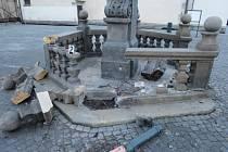 K nedávnému poškození sochy svatého Jana Nepomuckého nárazem automobilu na náchodském náměstí se policistům přiznal dvaadvacetiletý mladík z Náchoda.