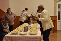 Celkem 33 soutěžních vzorků kysaného zelí se sešlo na 21. ročníku Božanovského zeláku. V hlavní soutěži porotci rozhodli, že nejlepší domácí nakládané zelí přinesli manželé Procházkovi. V prestižní divácké kategorii už podruhé zvítězil Petr Buchta.