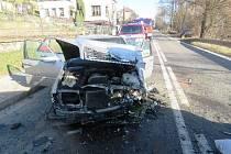 K nehodě došlo v úterý 28. března v Malém Poříčí na Náchodsku. Auto s šestičlennou osádkou vjelo do protisměru.