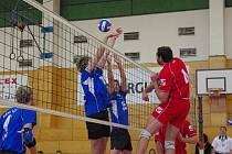 Výhrou a prohrou s Českou Třebovou se rozloučili s podzimní části II. ligy volejbalisté Hronova (v útoku).