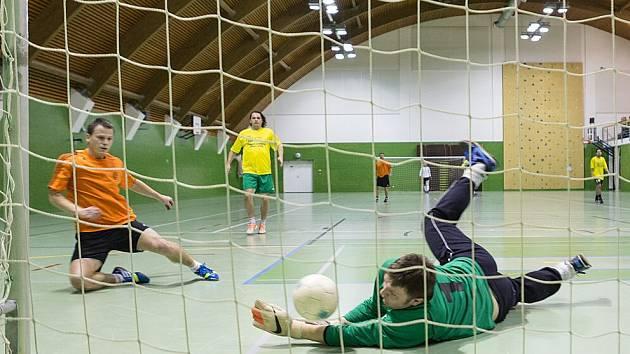 HNED úvodní turnaj letošního ročníku Jaroměřské Prost Fain ligy firem nabídl několik skvělých zákroků brankáře.
