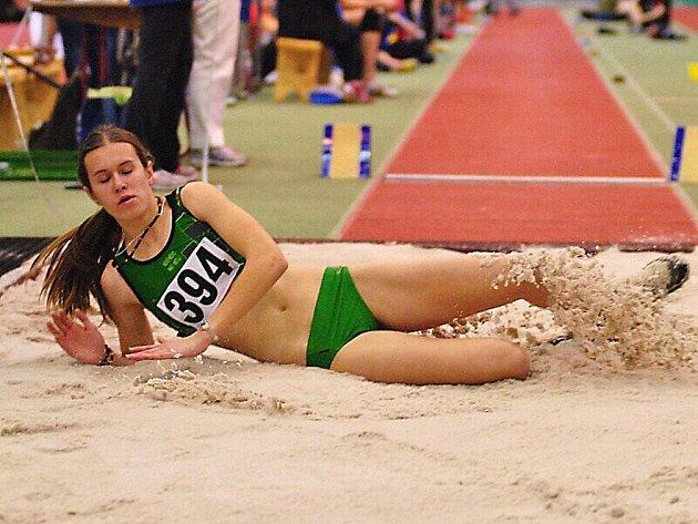 Ženskou dálkařskou krajskou přebornicí se stala další členka novoměstského SK Michaela Broumová, které stačil výkon 510 centimetrů.