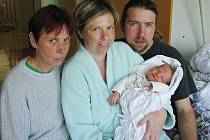 LENKA BAUDYŠOVÁ se narodila 2. května 2011 v 9:58 hodin s délkou 50 cm a váhou 3,825 kg. S rodiči Petrou a Kamilem, a s tříletým bráškou Matějem, má domov v Jaroměři – Josefově.