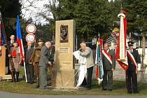 ODHALENÍ památníku ve Rzech u Nového Hrádku.