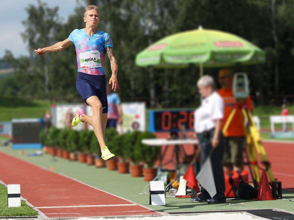 Radek Juška překonal posledním pokusem hranici osmi metrů a jako první v Novém Městě nad Metují pokořil tuto metu.