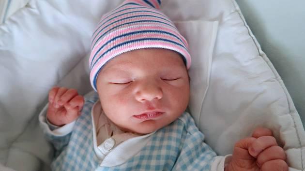 Tomáš Kutheil je prvním děťátkem šťastných rodičů Lucie a Tomáše ze Žďáru nad Metují. Chlapeček se narodil 1. října 2019 ve 23,06 hodin a jeho míry byly 3180 gramů a 49 centimetrů.