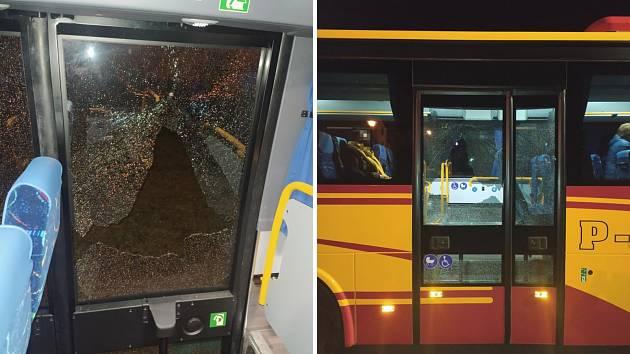 Poškozené dveře autobusu