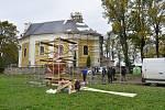 Kostel. sv. Jakuba Většího ještě bez věžičky.