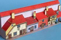 Stavitel modelů Michal Kavalier vystavuje své výtvory v současné době v Muzeu papírových modelů v Polici nad Metují. Jako jedna z rarit mezi vystavenými exponáty je určitě miniaturní mikromodýlek Zlaté uličky na pražském hradě.