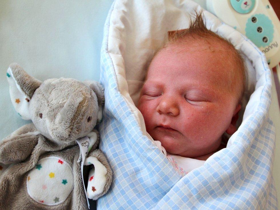 KRISTIÁN RÝDL je prvním děťátkem Daniely a Jana Rýdlových z České Skalice. Klouček se narodil 18. července 2017 v 15.58 hodin, vážil 3685 gramů a měřil 49 centimetrů.
