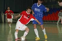 Výhody domácího prostředí budou moci v nedělním 11. a 12. kole Čelosátní ligy využít futsalisté SK Goll Běloves (u míče).