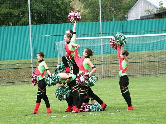 Při oslavách 80 let fotbalu na Babí zaujaly mažoretky více, než fotbalové utkání.