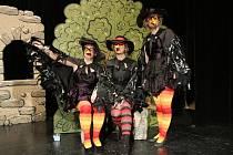 Domácí divadelní soubor Na Tahu se zítra divákům  představí s pohádkou Jak se léčí strašidla aneb Krákorání na Krákorce.