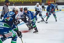 Hokejisté Hronova (V modrém)