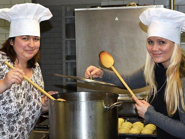 Vaříme kouzelný pokrm, jenž zaručí štěstí, zdraví a spokojenost v roce 2012. Své kuchyňské zázemí nám poskytl náchodský Hotel Beránek.