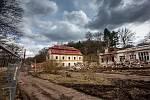 Zbourané lázně Běloves v Náchodě.