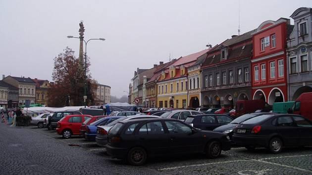 Jak poskytnout co největší množství parkovacích míst na náměstí a zároveň zachovat historický ráz tohoto prostoru?