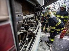 Rodící se požár v autobusu uhasil řidič v zárodku