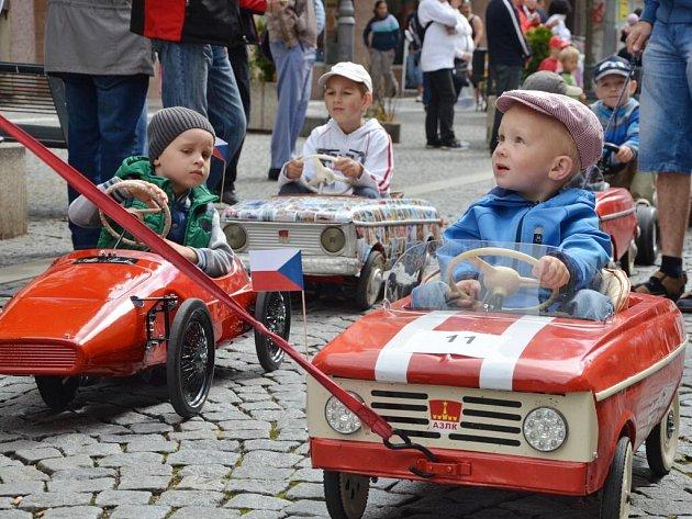 TŘETÍ MEZINÁRODNÍ SRAZ šlapacích vozítek v Náchodě.