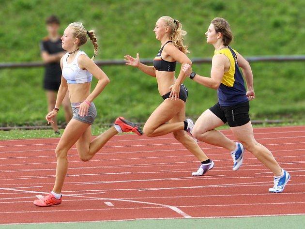Třetí kolo Krajského přeboru družstev dorostenek a juniorek, dorostenců a juniorů v atletice.
