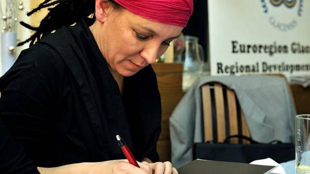 Setkání se čtenáři v Hotelu Veba v Broumově v roce 2009.