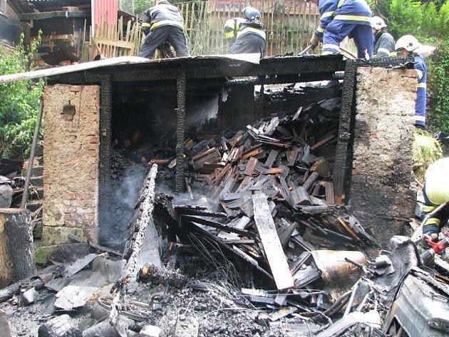 Když Hasiči dojeli k požárů byla kůlna v plamenech. Oheň kůlnu  zničil i s uloženými věcmi.