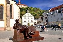 Výstava bude umístěna na Masarykově náměstí před kostelem sv. Vavřince a složena z celkem 14 fotografií z české strany a 22 z polské strany.