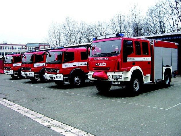 Iveco Magirus zamíří do vozového parku broumovských hasičů, Mercedes skončí v Náchodě.
