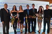 NÁCHODSKÝ plavec Pavel Janeček (třetí zprava) skončil v absolutním pořadí ankety nejlepších plavců České republiky na čtvrtém místě, mezi muži byl pak druhý.