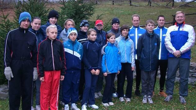 ATLETI tréninkové skupiny Jiřího Vondřejce účastnící se soustředění v Dolních Lysečinách.