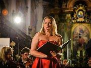 Závěr festivalu Za poklady Broumovska patřil v sobotu 1. září v klášterním kostele sv. Vojtěcha v Broumově operní zpěvačce, sopranistce Kateřině Kněžíkové, houslistovi Milanu Al-Ashabovi a orchestru L´Armonia Terrena pod vedením Zdeňka Klaudy.